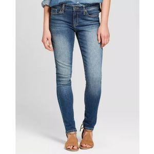 Universal Thread Mid Rise Skinny Jean Short 4/27